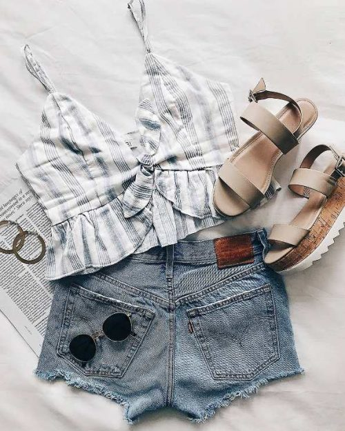 stripe crop top with short jeans outfit
